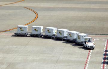 羽田空港 トーイングトラクタ 空港貨物運搬車 ポーラベア