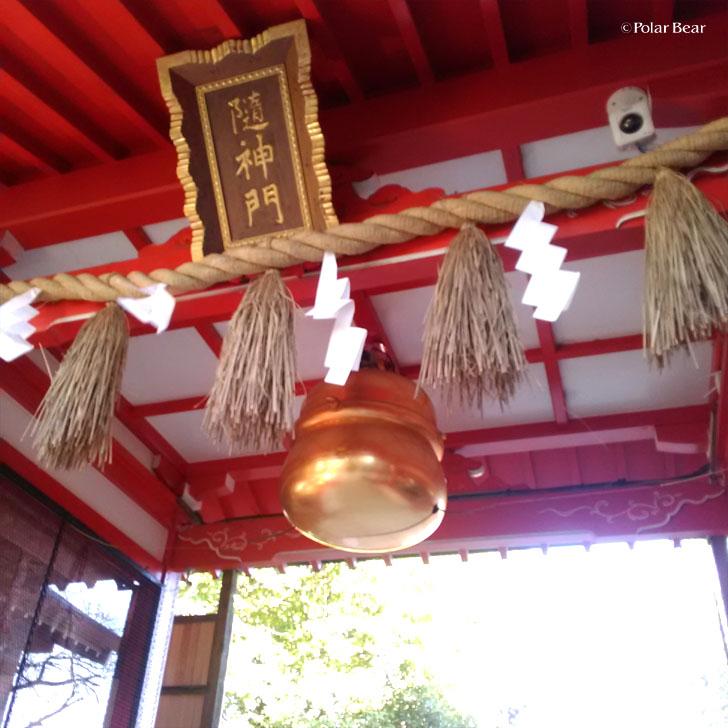 阿佐ヶ谷 馬橋稲荷神社さん 双龍鳥居 鈴 ポーラベア