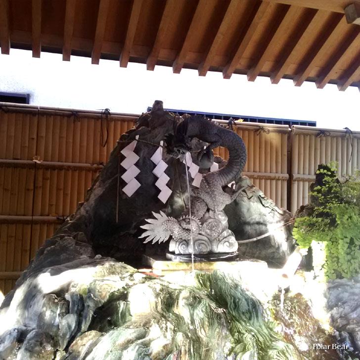 阿佐ヶ谷 馬橋稲荷神社さん 双龍鳥居 手水舎 ポーラベア