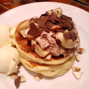 中野 パンケーキ J.S. PANCAKE CAFE 中野セントラルパーク店 ポーラベア チョコレートバナナ トッピングのアイスクリーム