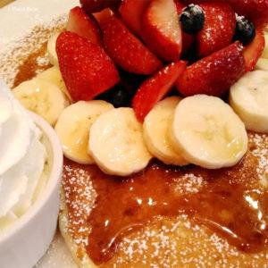 パンケーキ pancake 吉祥寺 ミックスフルーツパンケーキ イチゴ バナナ ブルーベリー ホイップクリーム ポーラベア