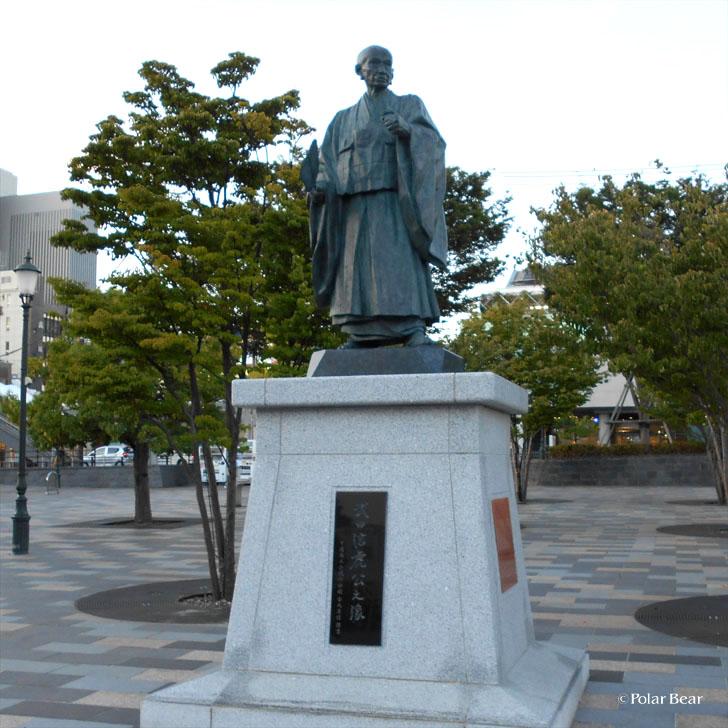 甲府駅 武田信虎公之像 銅像 ポーラベア