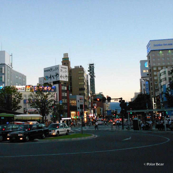 JR甲府駅 駅前 街 ポーラベア